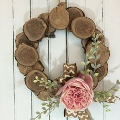 Wood Projects Make my wood slice wreath ready for spring! - Bring a rustic feel to your home with a beautiful wood wreath. Watch the video and learn how to decorate your front door with a rustic wood slice wreath. Wood Slice Crafts, Wooden Crafts, Diy And Crafts, Arts And Crafts, Rustic Crafts, Vintage Crafts, Rustic Christmas, Christmas Crafts, Christmas Decorations