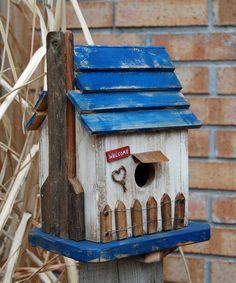 cabane à oiseaux en matériauw recyclés