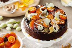 Certosino cake Discover pepper and spice and all things nice with this Italian Christmas cake, packed with nuts, fruit and dark chocolate.