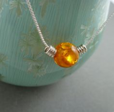 necklace-could be made out of cracked marbles. Amber Necklace, Pearl Necklace, Pendant Necklace, Cracked Marbles, Jewelry Ideas, Unique Jewelry, Wire Crafts, All That Glitters, Jewlery