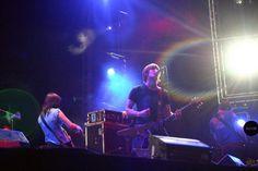 Ash. Banda de rock, proveniente de la ciudad de Downpatrick en Irlanda del Norte. Fue formada en 1992 por Mark Hamilton (bajo) y Tim Wheller (vocal y guitarra). Después de descubrir su amor por la música y el rock, ambos comenzaron a tocar covers con sus guitarras, los cuales salían mal, según Tim. A principios de los '90, después de haber escuchado Twisted Sister e Iron Maiden, ellos formaron una banda de heavy metal, con un par de amigos del colegio, llamada Vietnam.