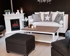 Chill sofa, pall og caffe latte stuebord på showrommet i Kongeveien 49, 2 etasje. www.krogh-design.no/stue-og-oppholdsrom/