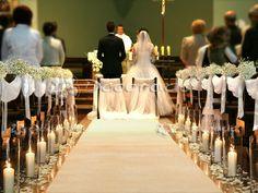 Dekoracja ślubna kościoła w bieli – kościół w Suchym Lesie Wedding Church Aisle, Wedding Pews, Formal Wedding, Wedding Runners, Wedding Bouquets, Wedding Pew Decorations, Church Decorations, Portuguese Wedding, Bridal Gifts