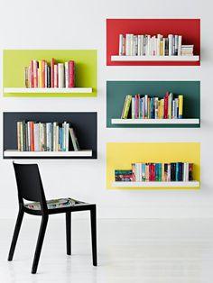 Wenn ein einziger Raum viele Lebensbereiche vereint, braucht man ein klares gliederndes Konzept. Mit kompakten Stauraummöbeln und Passgenauen Einbauten grenzt Ihr Wohnzonen ab und erweckt einen erstaunlich großzügigen Gesamteindruck. http://www.zuhausewohnen.de/einrichtungstipps/wohn-schlafzimmer/galerie/moebel-fuer-kleine-wohnungen/