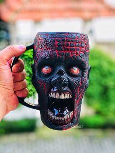 Spooky Halloween Decorations, Spooky Decor, Halloween Home Decor, Halloween Gifts, Horror Crafts, Horror Decor, Cute Coffee Mugs, Coffee Cups, Mascaras Halloween