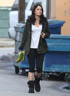 Robin Tunney Photos Photos - 'The Mentalist' actress Robin Tunney stops by a gym in Studio City, California for a workout on January 24th, 2013. - Robin Tunney Is Ready To Workout
