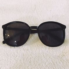 WILDFOX PopFox black sunglasses oversized Like new condition! No scratches or signs of wear. Authentic Wildfox Wildfox Accessories Sunglasses