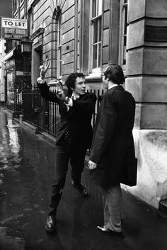 Mach 11 1977: Sex Pistol Johnny Rotten Gives The Double V-Sign After He's Fined For Drugs
