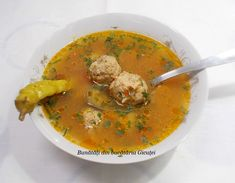 Bunătăți din bucătăria Gicuței: Supe/Ciorbe Jacque Pepin, Romanian Food, Cream Soup, Thai Red Curry, Supe, Ethnic Recipes, Mariana, Tasty, Pork