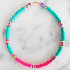 Surf Necklace, Diy Necklace, Diy Friendship Bracelets Patterns, Bracelet Patterns, Beaded Jewelry, Clay Jewelry, Beaded Bracelets, Diy Collier, Diy Crafts Jewelry