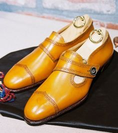 Saruwaka Footware College New Shoes, Men's Shoes, Shoe Boots, Dress Shoes, Fashion Shoes, Mens Fashion, Formal Shoes, Types Of Shoes, Shoe Game