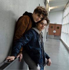 Elliot and Lucas Skam France # Skam Tumblr Gay, Ft Tumblr, Lgbt Couples, Cute Gay Couples, Gay Aesthetic, Couple Aesthetic, Parejas Goals Tumblr, Skam Isak, 17 Kpop