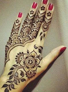 Mehndi is an important part of every Muslim woman's eid look adding to the beauty and grace of hands and feet. If you havent yet finalized your eid mehndi design then I bring to you some of the latest henna patterns to try out this year for bakra eid. Indian Mehndi Designs, Arabic Henna Designs, New Bridal Mehndi Designs, Henna Designs Easy, Beautiful Henna Designs, Latest Mehndi Designs, Mehndi Designs For Hands, Henna Tattoo Designs, Mehandi Designs