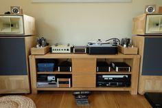 Floor Standing Speakers, Best Speakers, Audio Room, Hifi Audio, Gauche, Audiophile, Corner Desk, Room Decor, Flooring