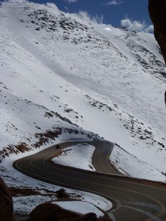 Snowy road on Pikes Peak, Colorado (by Anish Palekar)