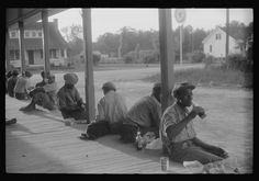 Migrant workers having supper, Belcross, NC, 1940. Library of Congress FSA/OWI photograph collection.