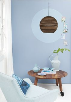blauw ronde lamp ton sur ton hout licht tafel fautieul