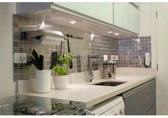 Cozinha com inox e spots