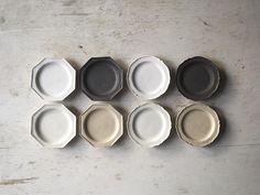 いいね!197件、コメント1件 ― ryuji ishikawaさん(@iskwryuji)のInstagramアカウント: 「XS Plate Black . . 新作の豆皿 黒が焼けました . 販売の機会は 3月 神楽坂での展示会からになると思います . よろしくお願いいたします #器 #craft #石川隆児」 Cookware, Pottery, Socks, Dishes, Tableware, Inspiration, Design, Diy Kitchen Appliances, Ceramica