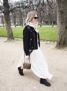 An essential in every wardrobe is the super soft cashmere scarf – you're daily friend for breezy afternoons … Cashmere Scarf, Isabel Marant, Paris Fashion, Balenciaga, Archive, Fashion Styles, Cashmere Shawl, Parisian Fashion