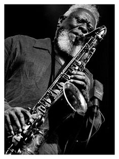Pharoah Sanders. Farrel «Pharoah» Sanders (Little Rock, de Arkansas, 13 de octubre de 1940) es un músico estadounidense de jazz, saxofonista tenor y soprano; también toca ocasionalmente el alto.  http://en.wikipedia.org/wiki/Pharoah_Sanders  http://es.wikipedia.org/wiki/Pharoah_Sanders  http://www.allmusic.com/artist/pharoah-sanders-mn0000330601