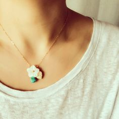 Etsy の14Kgf Sea Shell Flower Necklace , Mother of Pearl, 14Kgf , Turquoise, Plumeria, Herkimerdiamond,  Leaf, flower,プルメリア,花,Moana Shell[2289](ショップ名:MoanaShell)