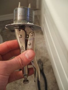 Pliers or a Plug Wrench to Remove Your Bathtub Drain How to Remove a Tub Drain - Copyright Lee Wallender; Licensed to How to Remove a Tub Drain - Copyright Lee Wallender; Licensed to Deep Cleaning Tips, House Cleaning Tips, Cleaning Hacks, Pex Tubing, Bathtub Drain, Cleaning Painted Walls, Home Tools, Clean Dishwasher