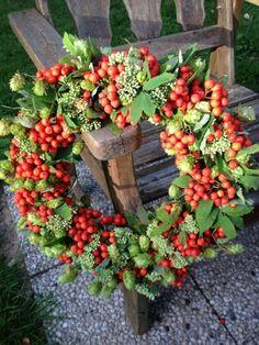 Lotta Samuelsson: Herbst basteln - New Sites Fall Wreaths, Door Wreaths, Christmas Wreaths, Christmas Decorations, Holiday Decor, Fall Diy, Christmas Birthday, Natural Materials, Fall Halloween