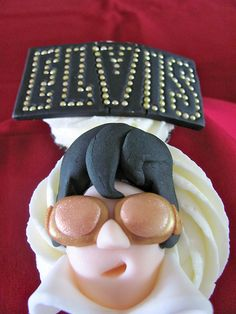 Cupcakes Take The Cake: Elvis cupcakes, including sideburns, jacket, Heartbreak Hotel adn blue suede shoes Fondant Cupcakes, Elvis Cupcakes, Fancy Cupcakes, Yummy Cupcakes, Cupcake Cookies, Cupcake Toppers, Cupcake Recipes For Kids, Cupcake Ideas, Fat Elvis