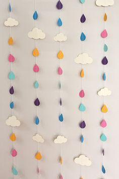 mobile nuage de pluie Rainbow Raindrops and Clouds Paper Garland - April Showers, Baby Showers, party decorations via Etsy Felt Crafts, Diy And Crafts, Crafts For Kids, Arts And Crafts, Simple Paper Crafts, Creative Crafts, Diy Girlande, Diy Bebe, Creation Deco