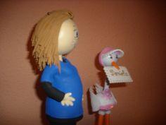 Cigüeña acompañada de fofucha embarazada,totalmente personalizada,  en goma eva y pintada a mano.  elenamartinlopez.blogspot.com
