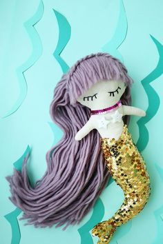 These mermaid crafts are a definite must make. All you have to do is decide which one to start with: the earrings, the soap, the softies or the baby booties Mermaid Toys, Mermaid Crafts, Mermaid Art, Diy Toys Doll, Plush Dolls, Cute Baby Wallpaper, Best Kids Toys, Sewing Toys, Cute Dolls