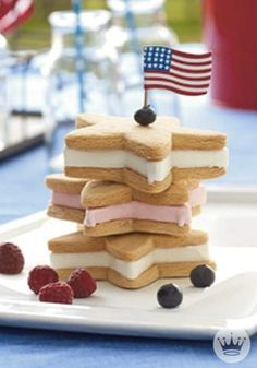 Create oohs and aahs with these 4th of July celebration food ideas. Ameri-size your patriotic fun with these nifty treats that kids and adults will love making—and eating. Very little prep time is involved. Hooray for more time outside!