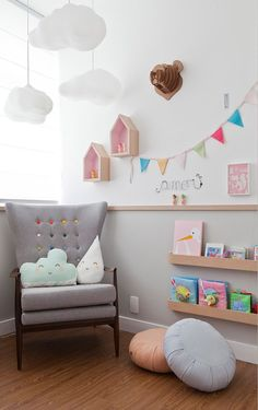 and did you notice the colored buttons n the chair.great way to re-design a nursery room or childs room with a pop of color.Cristiane Passos_ Montessori - Decoration for House Baby Bedroom, Nursery Room, Boy Room, Girls Bedroom, Kids Room, Child's Room, Bedroom Ideas, Bedroom Decor, Ideas Habitaciones