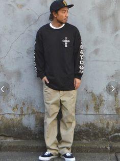 こんばんは〜🙆♂️ 今日はスケートスタイルです✋️ やっぱり自分的にはしっくりくるな〜😅 袖プ Japanese Streets, Japanese Street Fashion, Dickies Pants, Skater Style, Pants Outfit, Sexy Men, Menswear, Graphic Sweatshirt, Street Style