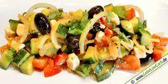 Leckere Low Carb Salat, der satt macht und an heißen Tagen erfrischt - Griechischer Bauernsalat auf lebelowcarb.de