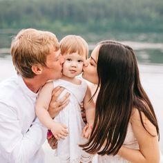 фотосессия мамы и дочки, семейная фотосессия, фотопрогулка, фотосессия семьи, летняя фотосессия, фотосессия на берегу, детская фотосессия, фотосессия в белом Couple Photos, Couples, Couple Shots, Couple, Couple Pics