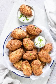 Air Fryer Tater Tots are a healthier homemade version of the fast food favourite. Cook up these tater tots in the air fryer using absolutely no oil at all! Vegetarian Comfort Food, Vegetarian Meals For Kids, Vegan Meal Prep, Vegetarian Recipes, Sin Gluten, Gluten Free, Boneless Chicken Wings, Chicken Thighs, Homemade Tater Tots