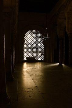"""Dedim:""""Çok yalnızım."""" Dedi:""""Ben sana çok yakınım.""""(Bakara:186) Dedim:""""Bunca günahım var hangisinin tövbesini yapayım?"""" Dedi: """"Allah bütün günahları bağışlayandır.""""(Zümer:53) Dedim:""""Yine bağışlar mısın?"""" Dedi:""""Allah'tan başka günahları bağışlayacak olan yoktur.""""(Ali İmran:135) Dedim:""""Rabbim benim Senden başka kimim var?"""" Dedi:""""Allah kuluna kâfi değil mi?""""(Zümer:36)"""