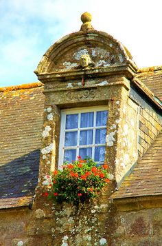 Ancient gable window - Locronan, Brittany