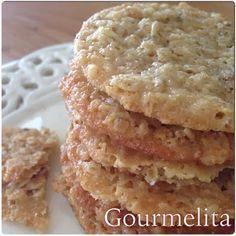 Πανεύκολα και εθιστικά. Φτιάχνονται μέσα σε 3 λεπτάκια, ψήνονται σε 8 και τρώγονται σε 1! Το μόνο κακό τους είναι ότι πρέπει να περιμέν... Sweets Recipes, Cookie Recipes, Biscuits, Lace Cookies, Cake Bars, Mini Foods, Healthy Sweets, Vegan Desserts, Kids Meals