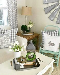 Spring living room - 80 Farmhouse Spring Decor Ideas for Your Home Inspiration – Spring living room Diy Home Decor Rustic, Country Farmhouse Decor, Farmhouse Style Kitchen, Modern Farmhouse, Decorating Coffee Tables, Coffee Table Design, Living Room Designs, Living Room Decor, Decor Room