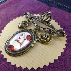 Broche Fizzing Cherry // Cabaret burlesque // Serti de cristaux Swarovski #CloveredC #brooch #cabaret #red #burlesque #swaroski #pinup #steampunk #rose #heart  #cameo #handmade #handcrafted