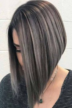 30 Medium Length Layered Hairstyles You'll Want To Try Immediately Rock Highlights On Medium Length Layered Hair picture 1 Dark Roots Blonde Hair, White Blonde Hair, Dark Hair, Grey Hair, Medium Hair Styles, Curly Hair Styles, Medium Length Hair With Layers, Medium Length Bobs, Medium Layered