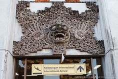 드디어 웅우라라이 공항을 통해서 입국했습니다~ 2012년 7월 22일 ~ 26일 간 발리에서 보낸   액티브하고 흥미진진했던 여름휴가 사진을  시간날때마다 조금씩 올려보지요~     물론 언제 완성 될지는 모르지만요^^