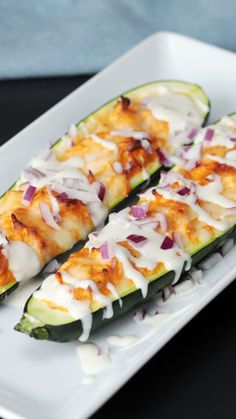 Buffalo Chicken Zucchini Boats - Buffalo chicken floats our boat, how 'bout yours? Informations About Buffalo Chicken Zucchini Boat - Chicken Zucchini Boats, Zucchini Boat Recipes, Chicken Recipes For Lunch, Stuffed Zucchini Boats, Grilled Zucchini Boats, Chicken Sushi, Chicken Zucchini Casserole, Low Carb Recipes, Vegan Recipes