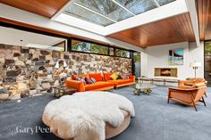 Architect Harry Ernest is responsible for this mid century modern in Melbourne Australia. Doesn't get any better than this for a mid century property Mid Century House, Mid Century Style, Mid Century Modern Decor, Midcentury Modern, Mid-century Interior, Interior Design, Home Decor Inspiration, Garden Inspiration, Decor Ideas