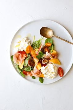 Creamy burrata, sweet nectarines, fresh tomatoes and salty prosciutto make for the perfect summer salad! This burrata salad is the perfect summer appetizer! Prosciutto, Salad Recipes, Healthy Recipes, Carrot Recipes, Ham Recipes, Shrimp Recipes, Healthy Drinks, Crockpot Recipes, Burrata Salad