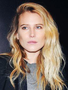 dree hemingway // side-swoop hair #blonde