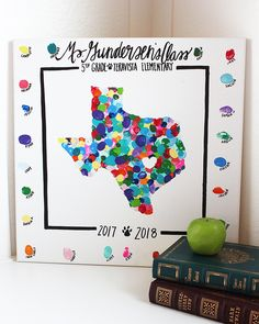 Class Art Project Idea: State Thumbprint Art Canvas : This state thumbprint canvas is a unique class art project perfect for giving as a teacher appreciation gift or making for a class auction! Preschool Auction Projects, Class Auction Projects, Classroom Art Projects, Art Classroom, Auction Ideas, School Projects, Kids Canvas Art, Canvas Art Projects, Unique Art Projects